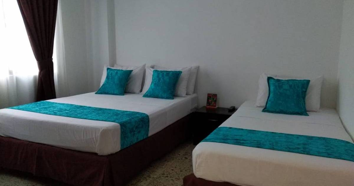 Make cheap reservations at a hotel like Hostal Tamarindo
